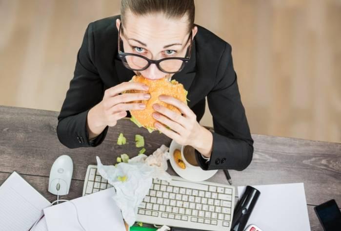 Éviter de consommer de la malbouffe au bureau
